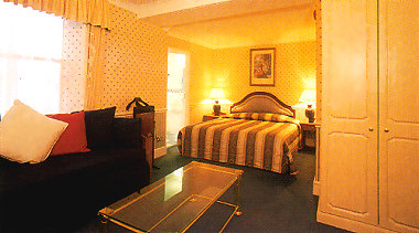 Holiday villa hotel, London bed and breakfast accommodation